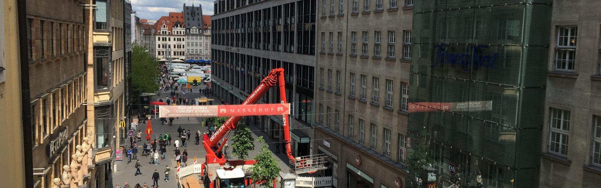 Blick aus dem Gebäude_links (1)